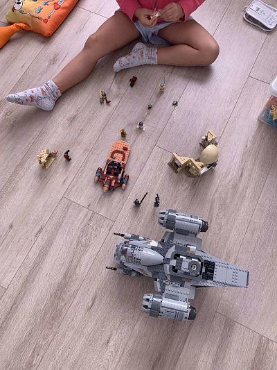 LEGO 75292 The Razor Crest con mi hija