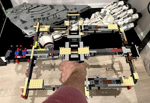 Comparativa de la estructura del LEGO Millennium Falcon con la Tantive
