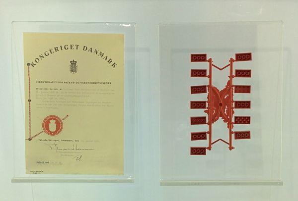 Patente del ladrillo de LEGO y primeros bocetos