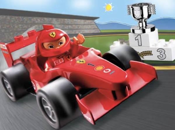 El primer LEGO Ferrari de verdad hecho con DUPLO