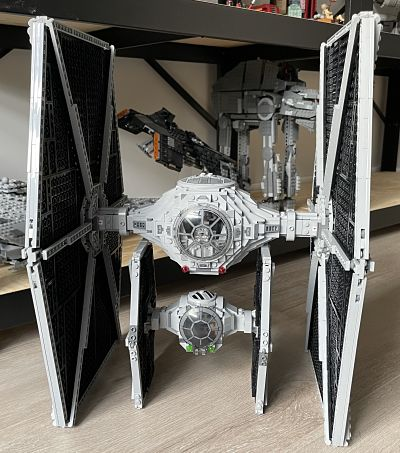 Papa TIE UCS vs TIE Fighter 75300